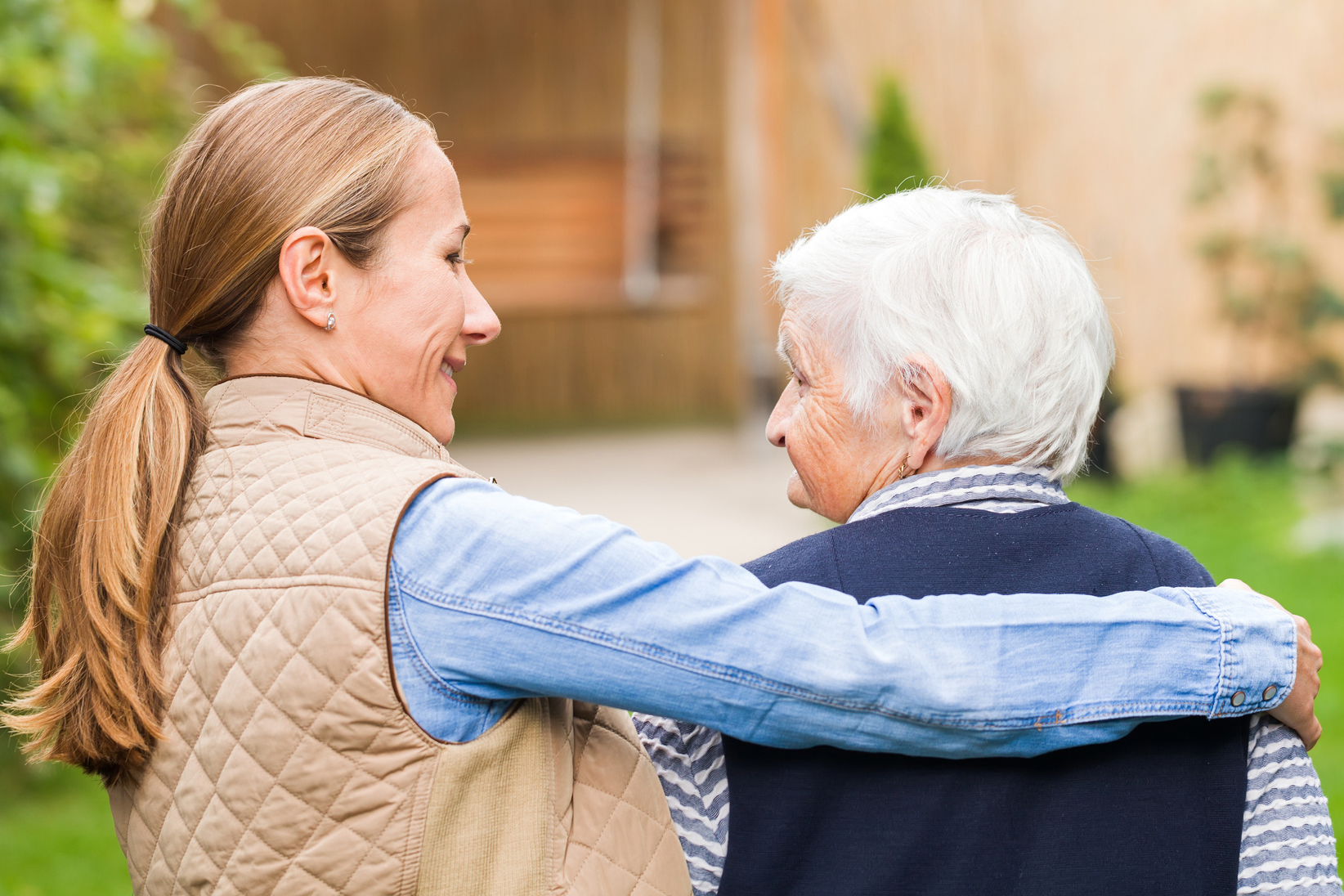 5 Tips for Transitioning a Loved One to Private Memory Care